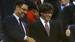 Bartomeu junto al presidente de la Generalitat, Carles Puigdemont