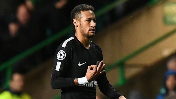 Neymar enseñando el 0-3 a Ralston