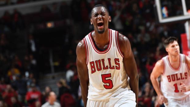 Los Bulls suspenden ocho partidos a Bobby Portis por romperle la mandíbula a Mirotic