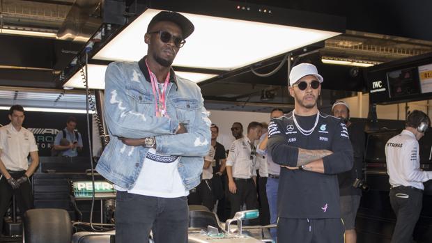 Usain Bolt y Lewis Hamilton, en el garaje de Mercedes en Austin