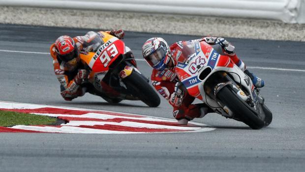 Márquez persigue a Dovizioso en el GP de Malasia