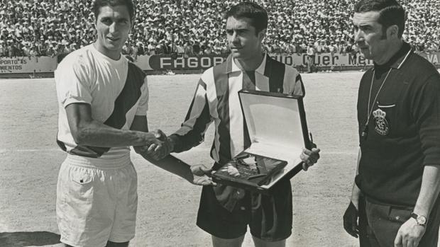Primer partido del Moscardó como local en Segunda diviisón, con el Rayo como rival