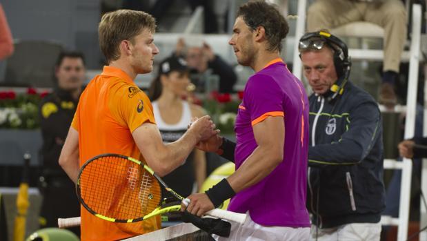 Nadal saluda a Goffin después de medirse en el pasado Mutua Madrid Open