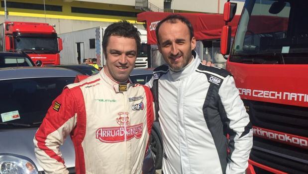 El piloto español, Antonio Aristi, junto a Kubica en una foto reciente