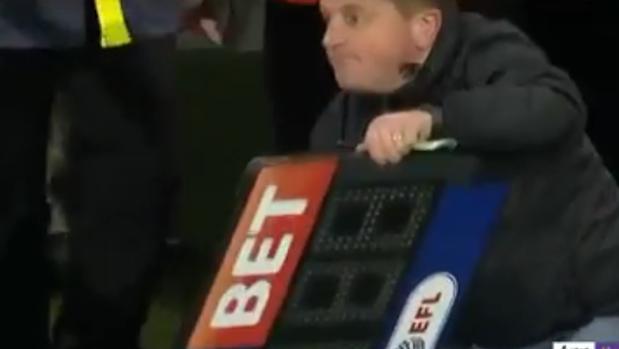 Fútbol David Thornhill, Aficionado Del Norwich Que Ejerció Como Cuarto  árbitro