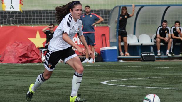 Fútbol La valencianista Natalia Gaitán es una de las jugadoras de la Liga  Iberdrola que se ha c9827da10b463