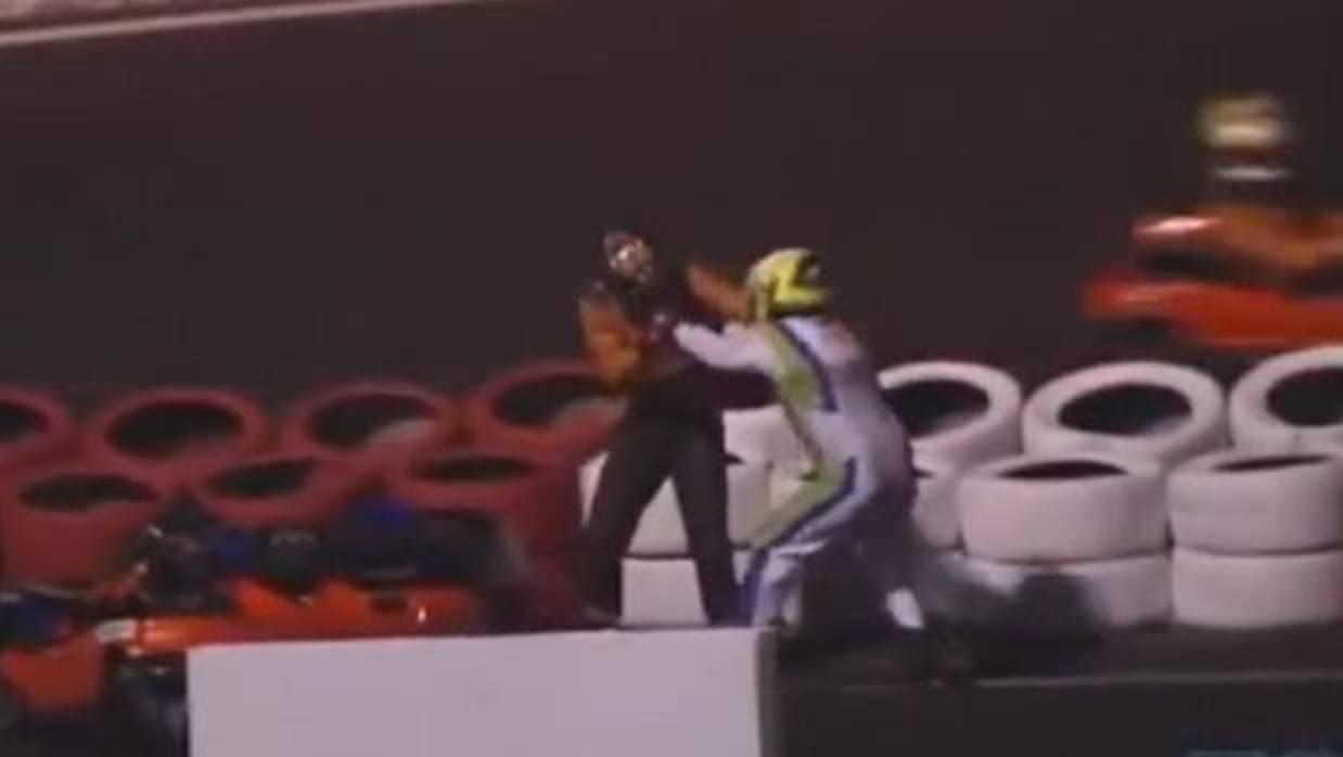 Dos pilotos de kart se lían a puñetazos en medio de la pista