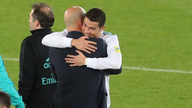 Cristiano y Zidane, abrazo emotivo