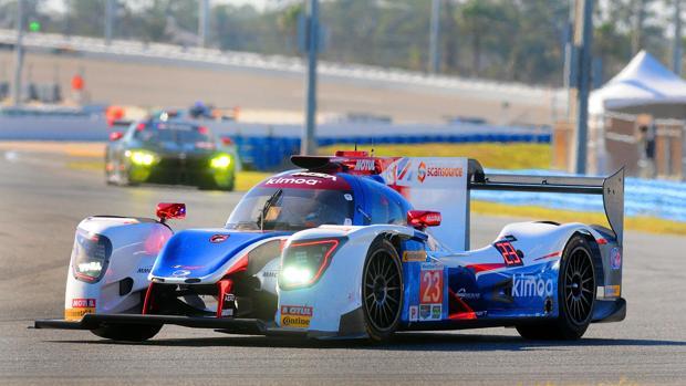 El vehículo de Fernando Alonso, en un momento de los entrenamientos libres