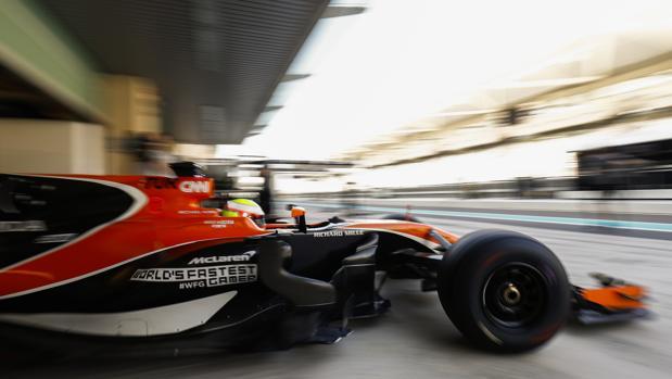 Oliver Turvey, en una jornada de pruebas con el McLaren