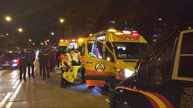 Imagen de las ambulancias atendiendo al herido