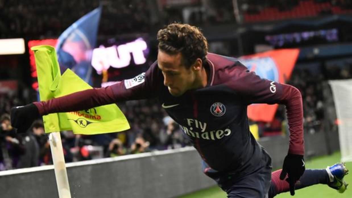 Neymar se enfrenta a la grada del PSG