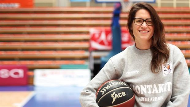 Anna Montañana ya ejerce como entrenadora ayudante en el Montakit