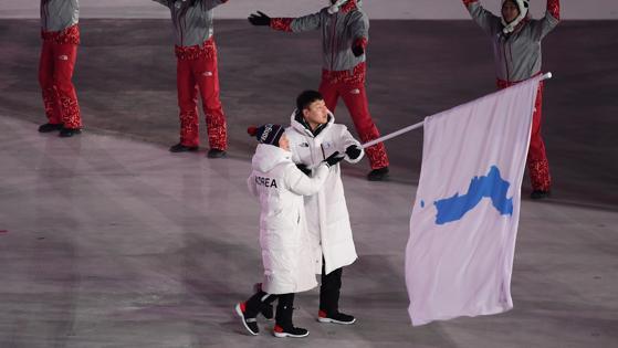 Las dos Coreas desfilan bajo la bandera de la península