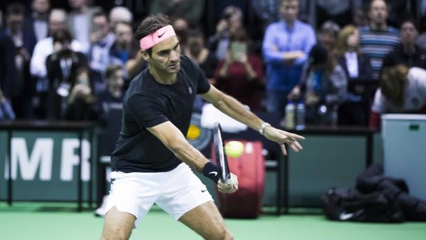 Roger Federer, durante un entrenamiento en Rotterdam