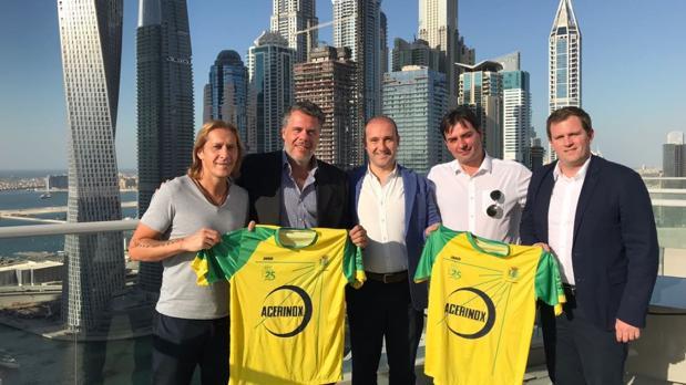 Salgado, Dana, Moya, Paul Collado, presidente del Gibraltar United, y David Díez, directivo del club gaditano
