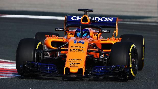 Fernando Alonso pilotando el nuevo McLaren