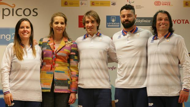 Doña Elena, junto a Astrid Fina, Jon Santacana, Miguel Galindo y Víctor González