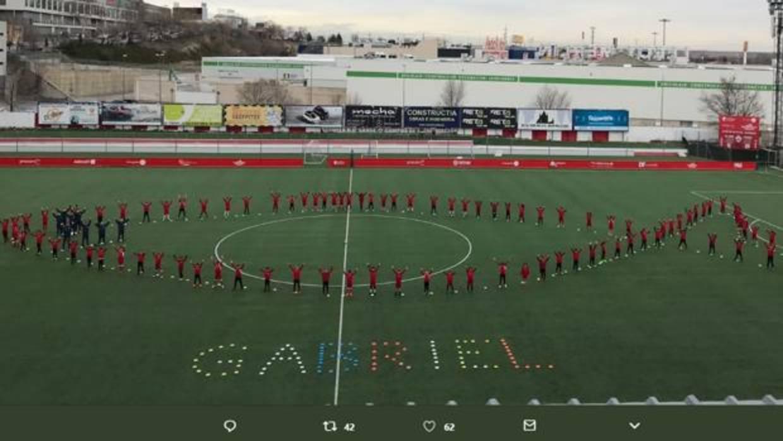 El San Sebastián de los Reyes rinde un precioso homenaje a Gabriel Cruz