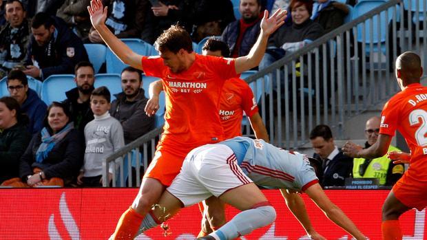 Hugo Mallo explota contra los silbidos de la afición del Celta