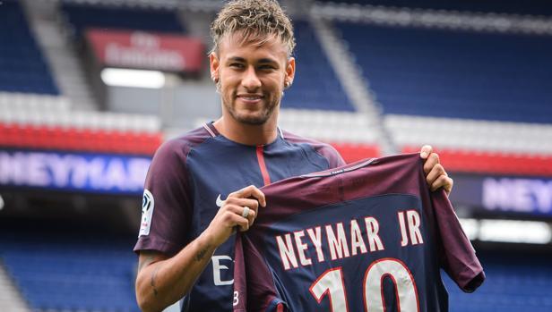 Neymar, el día de su presentación con el PSG