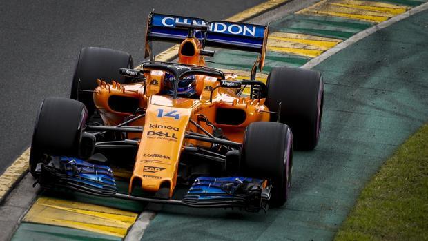 Alonso pilota el McLaren en Australia