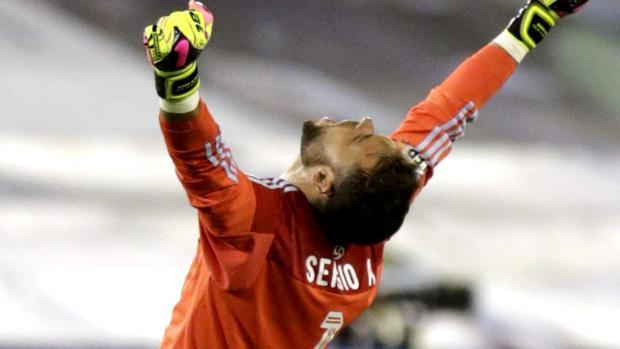 Sergio Álvarez celebra la victoria del Celta ante el Barcelona