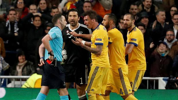 Buffon durante la acción del penalti en el partido contra el Real Madrid