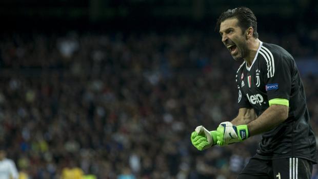 Buffon celebrando uno de los goles de su equipo durante la eliminatoria frente al Madrid