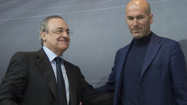Zidane, junto a Florentino Pérez