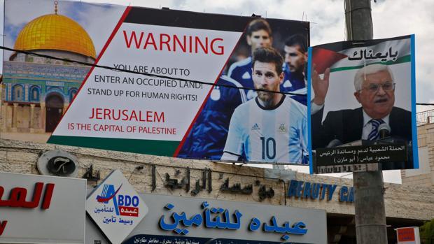 Vista de un cartel en contra de la realización del Isarel-Argentina en Jersualén