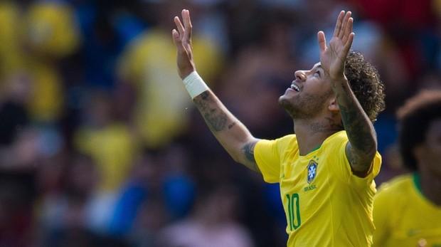 Neymar celebra un gol en un amistoso con su selección