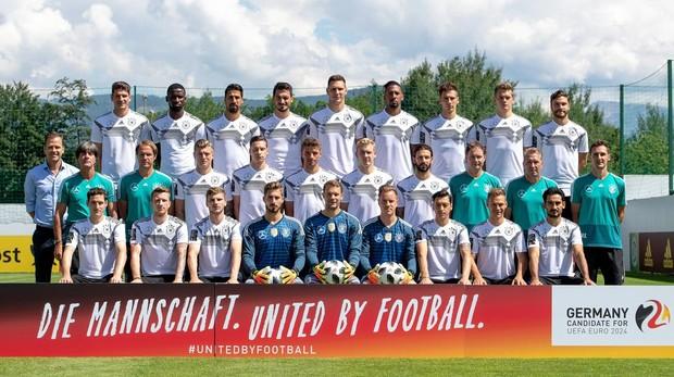 La selección alemana posa para la foto oficial antes de partir a Rusia