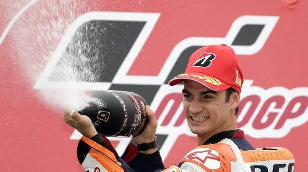 Dani Pedrosa tras haber ganado el Gran Premio de Japón en 2015, con Repsol Honda