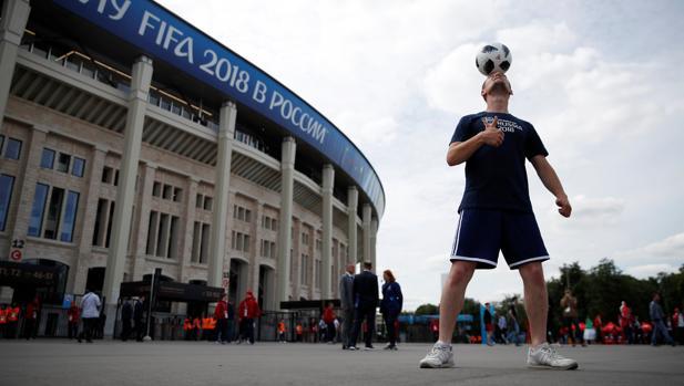 Todo listo en el estadio Luzhniki, que acogerá el partido inaugural