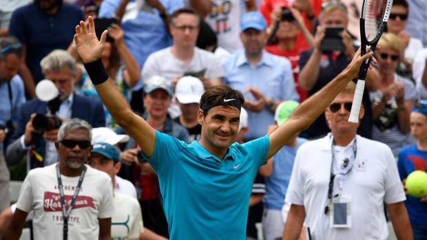 Roger Federer celebrasu victoria en Sttutgart