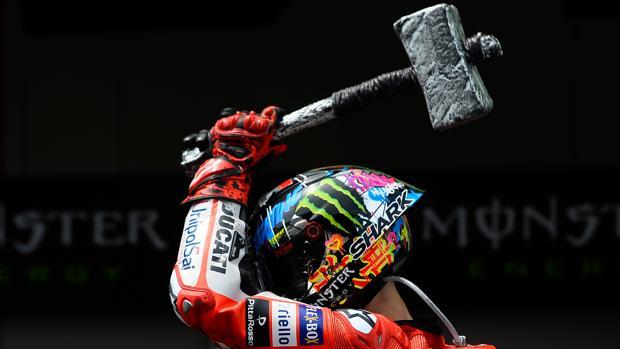 Lorenzo: «Perdón, Rossi no es un gran piloto, es un campeón»