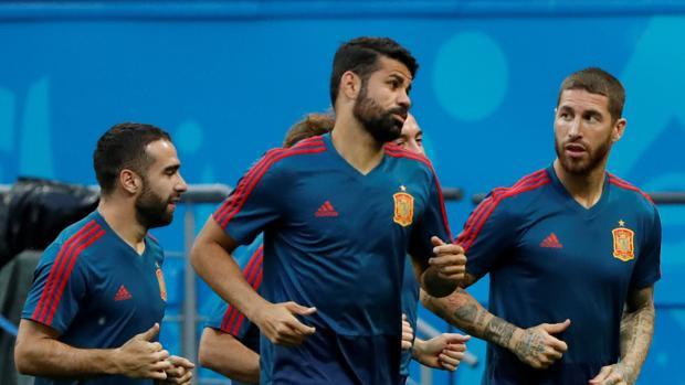 España, a ganar para subirse a la ola