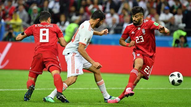 Diego Costa abre el catenaccio persa de Queiroz