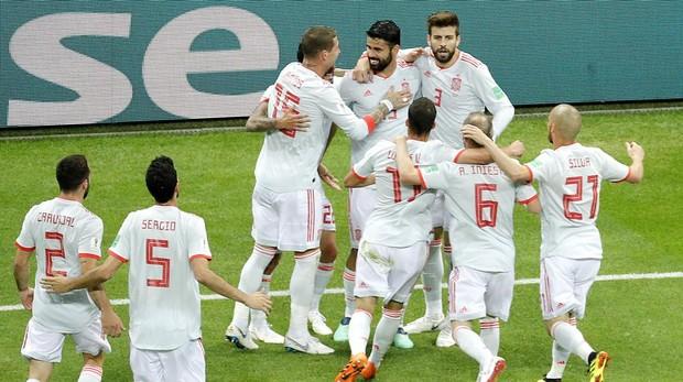 Los jugadores de la selección española celebran el gol marcado a Irán