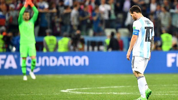 Messi, cabizbajo durante el encuentro ante Croacia