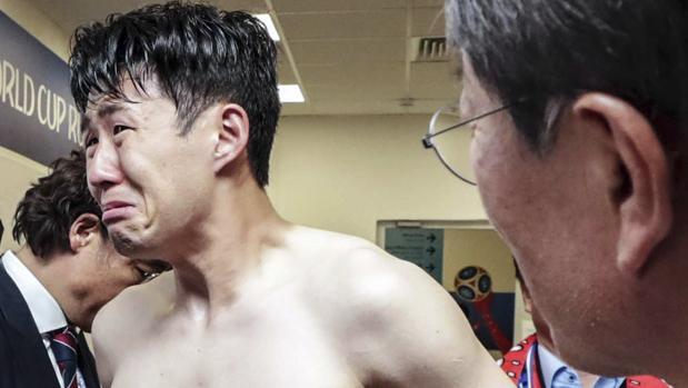 Heung-Min Son, desolado tras la derrota contra México