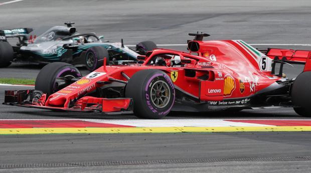 Vettel y Hamilton durante los libres