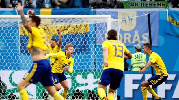 Un gol de Forsberg le valió a los escandinavos para meterse en los cuartos de final