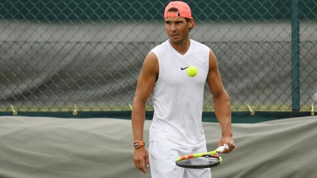 Rafael Nadal se entrena en el All England Lawn Tennis Club, Wimbledon