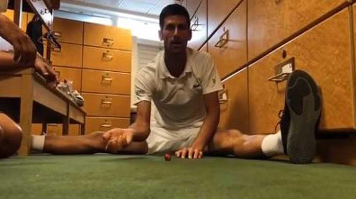 Djokovic se entretuvo jugando a las canicas