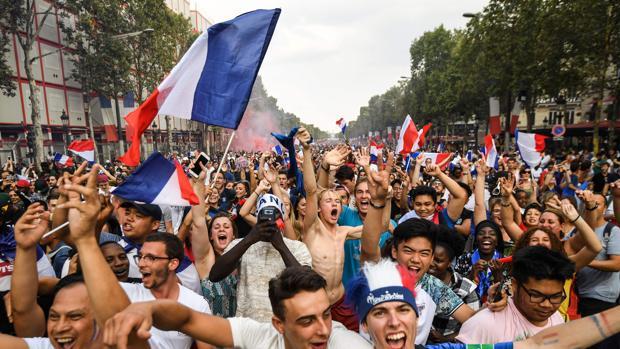 Francia se echa a la calle para celebrar el Mundial