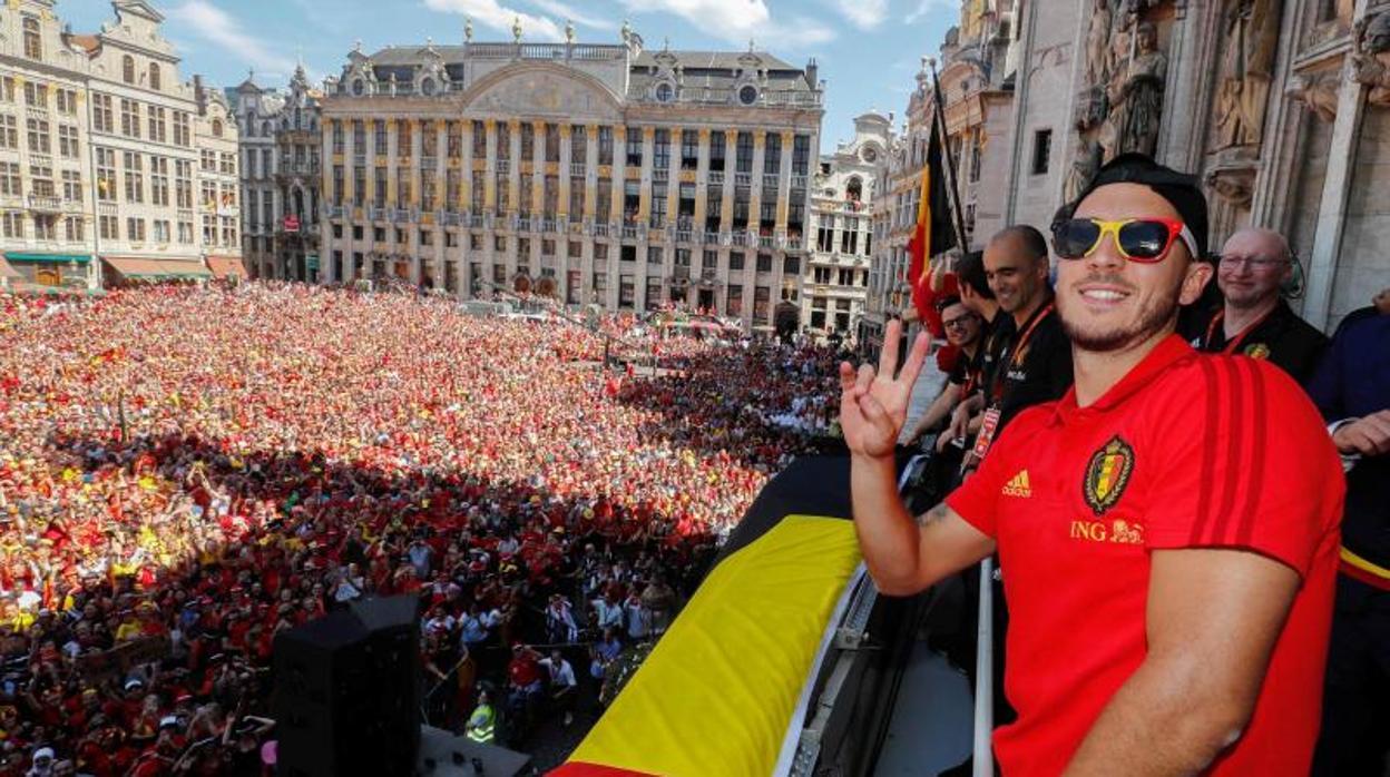 Hazard ejerce de DJ en la fiesta belga por el bronce