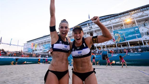 Lili y Elsa celebran su pase a semifinales del Europeo