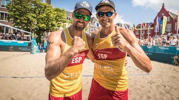 Herrera y Gavira, durante el Campeonato Europeo de voley playa